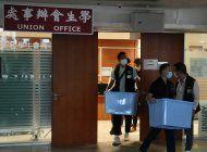 policia en hong kong allana sede de sindicato estudiantil