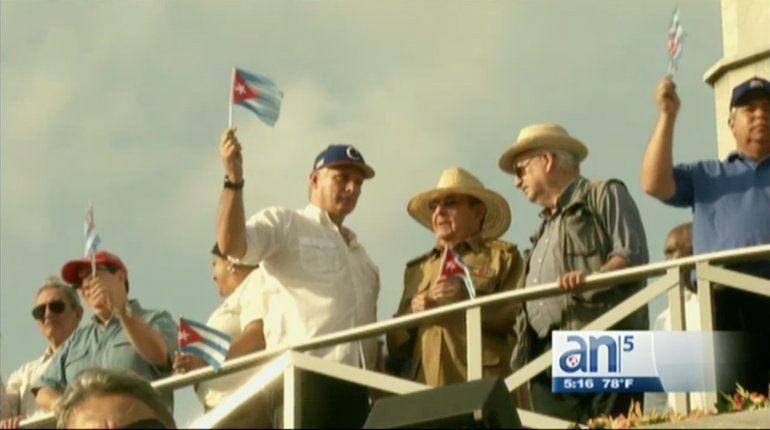 Ni el Primero de Mayo se libra Díaz Canel de la sombra de los Castro