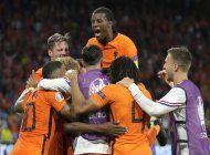 dumfries se redime con gol, holanda derrota 3-2 a ucrania