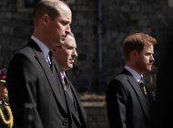 ¿el primer paso hacia la reconciliacion?: los principes william y harry se mostraron juntos y hablando distendidos en el funeral del duque de edimburgo