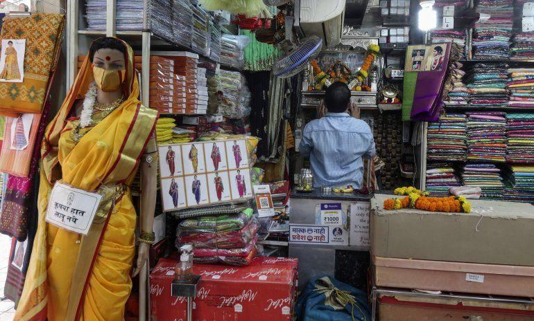 India: casos de COVID-19 bajan de los 100.000 tras 2 meses