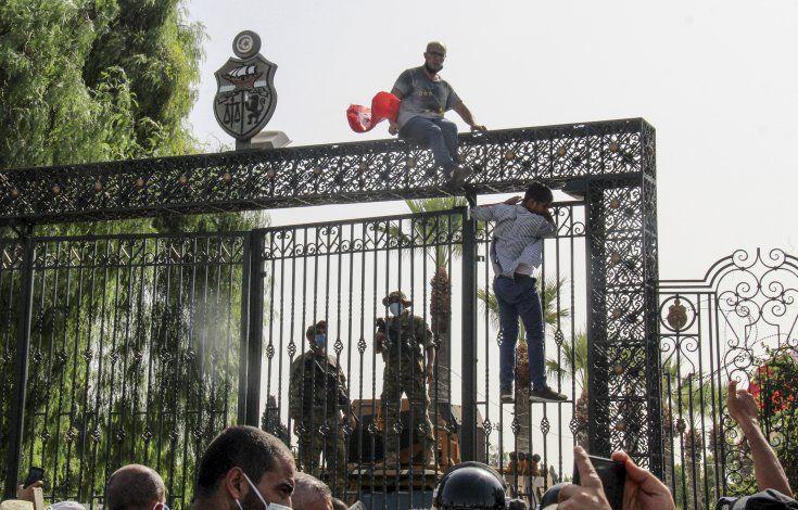 Túnez: presidente quiere que magnates financien desarrollo