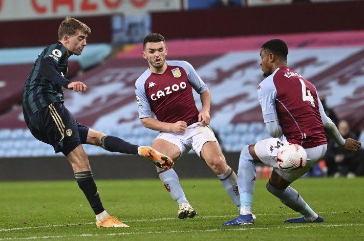 Leeds pone fin a inicio perfecto del Aston Villa, gana 3-0