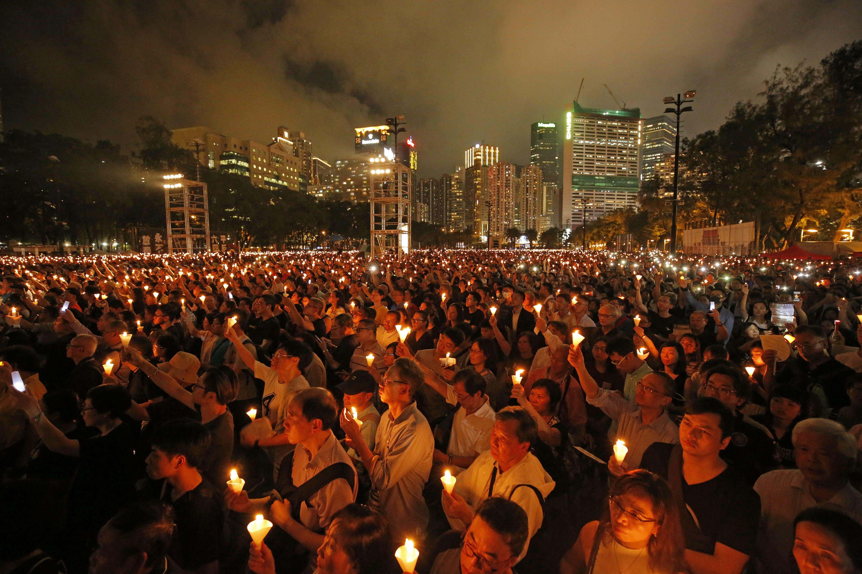 encarcelan a activistas hongkoneses por vigilia de tiananmen