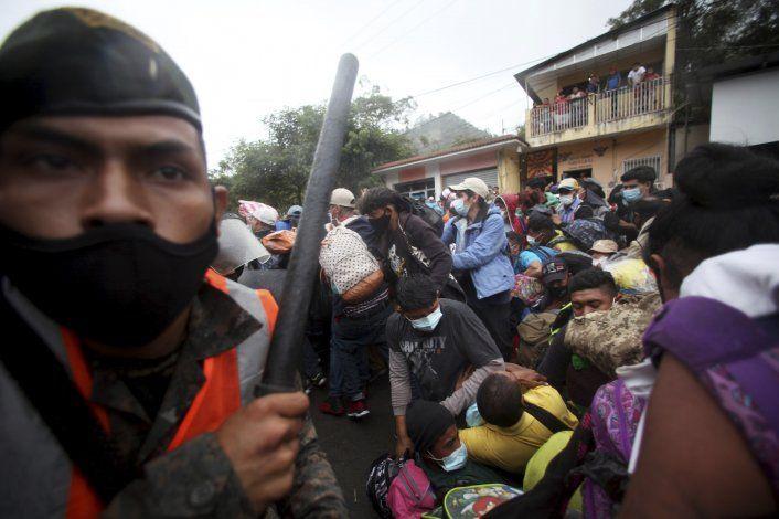 Guatemala intenta impedir paso a caravana de hondureños