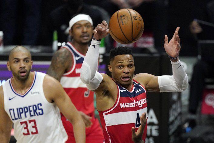 Clippers ganan a Wizards 135-116, cortan racha de Washington