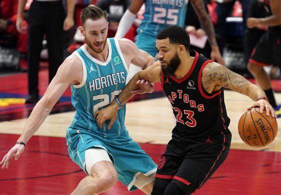 Con tiros libres al final, Raptors superan a Hornets