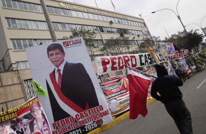 Pedro Castillo reitera pedido de nueva Constitución en Perú