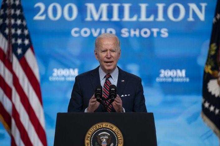 Sondeo: Repuesta a la pandemia impulsa aprobación de Biden