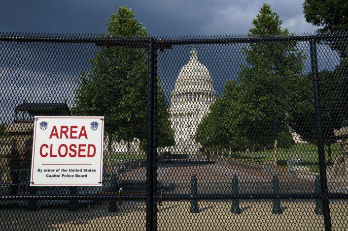 Acusan a 6 de conspiración por asalto al Capitolio de EEUU