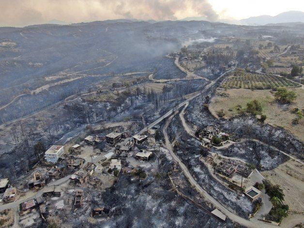 Incendios en Turquía dejan 3 muertos y 58 hospitalizados
