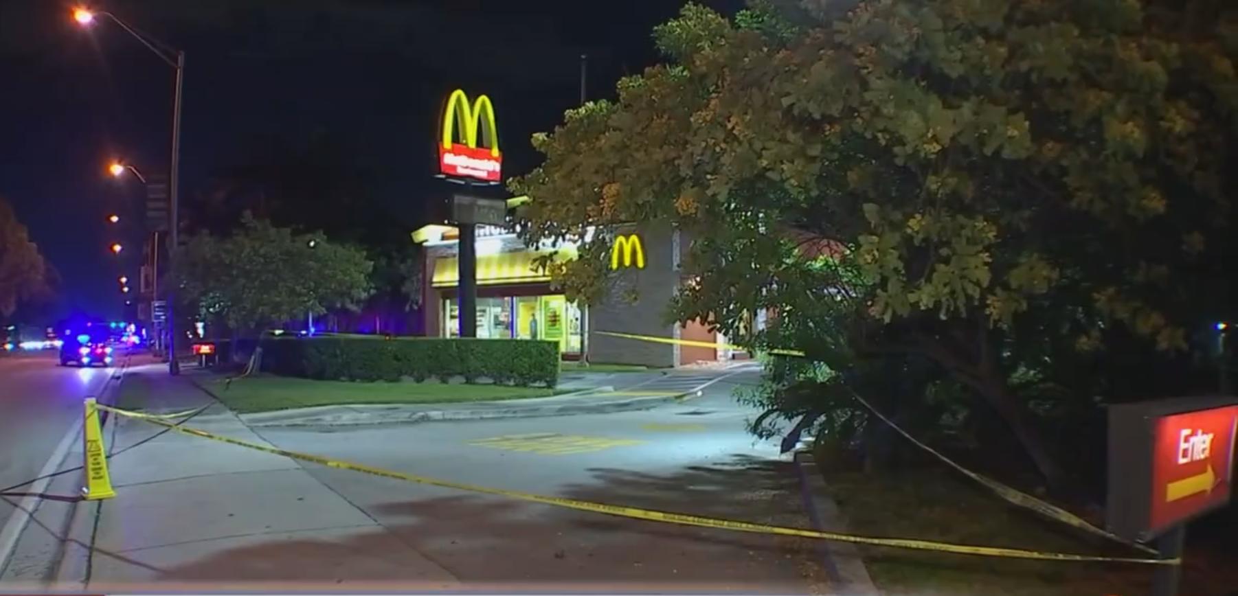Discusión entre cuatro hombres en un McDonalds de Pinecrest termina  balazos