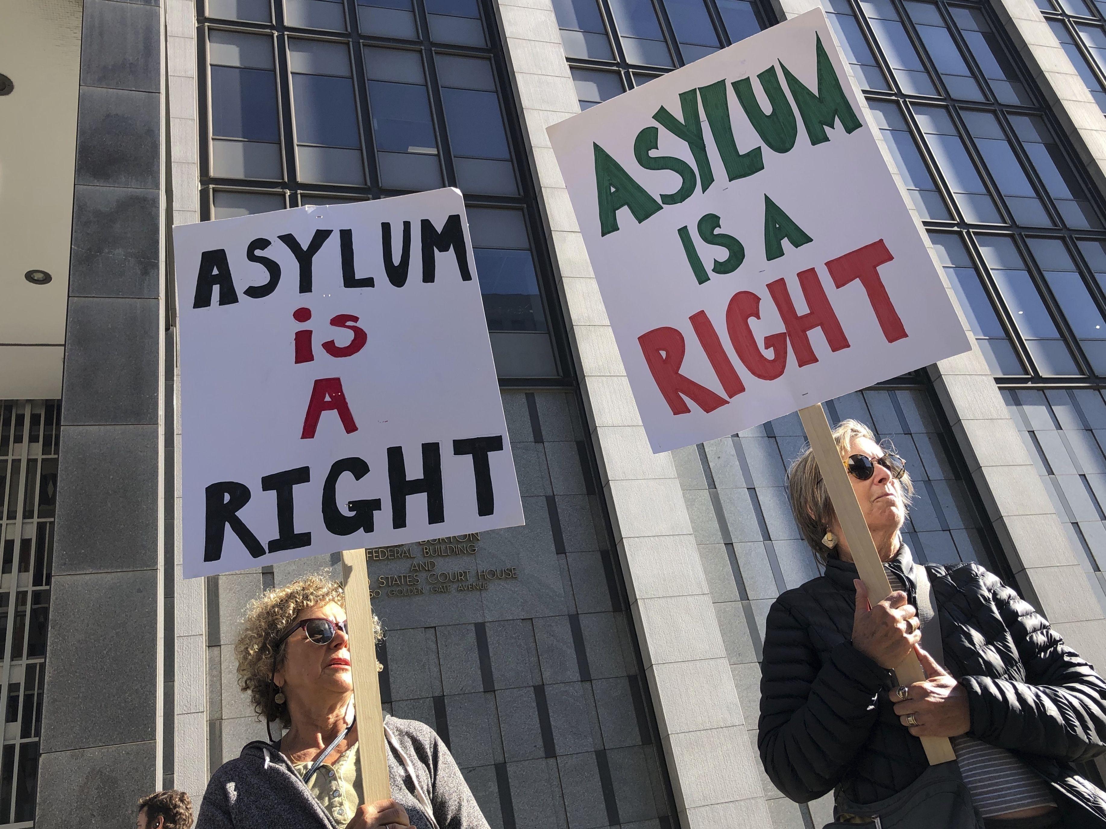 Juez bloquea restricciones de Trump al asilo en frontera sur