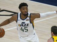 jazz pierde a mitchell, pero remonta y vence a pacers