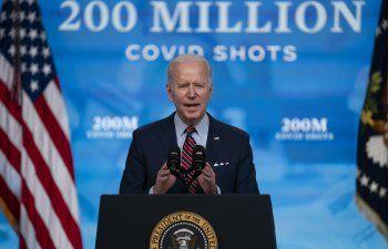 Biden busca que el 70% de adultos estén vacunados para julio