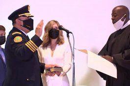 el cubano-americano art acevedo juro como jefe de policia de la ciudad de miami