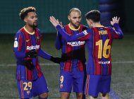barcelona falla 2 penales pero vence a cornella en copa