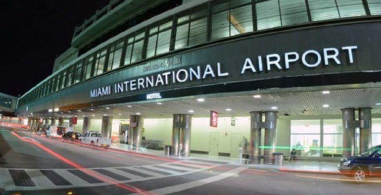 Restituyen propina automática en restaurantes del Aeropuerto de Miami