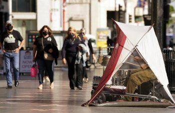 Los Ángeles ordena quedarse en casa por aumento de contagios