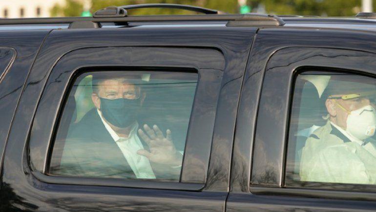 VIDEO: Trump salió en una camioneta a saludar a todos sus seguidores en las afueras del hospital donde se recupera de coronavirus