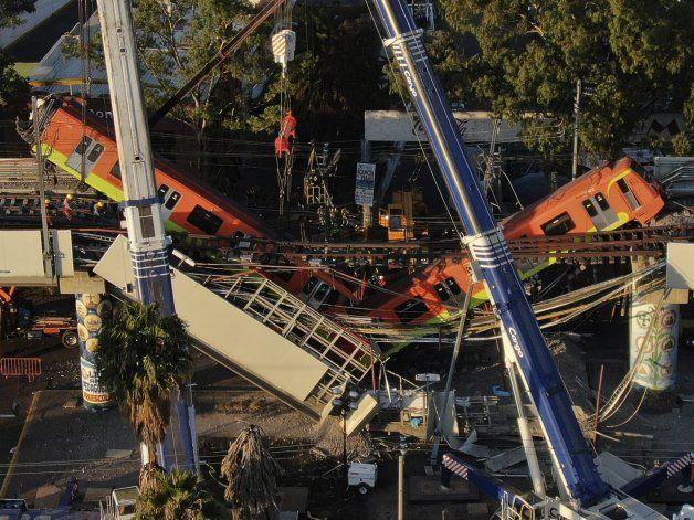 Tragedia en México, al colapsar puente del metro