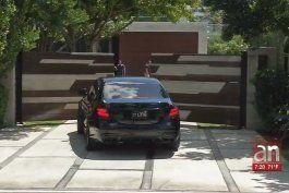 intensifican busqueda de los responsables de un violento asalto a una mansion de miami beach