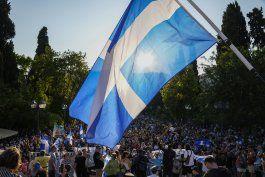 grecia: protestan por vacunacion contra covid a adolescentes