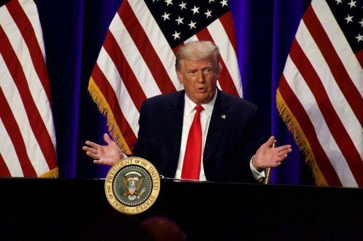 El presidente Donald Trump se reúne con empresarios latinos en el sur de la Florida