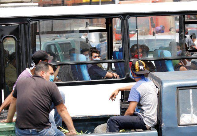 Cuarentena radical en Venezuela: Maduro suspende el servicio de transporte público interurbano