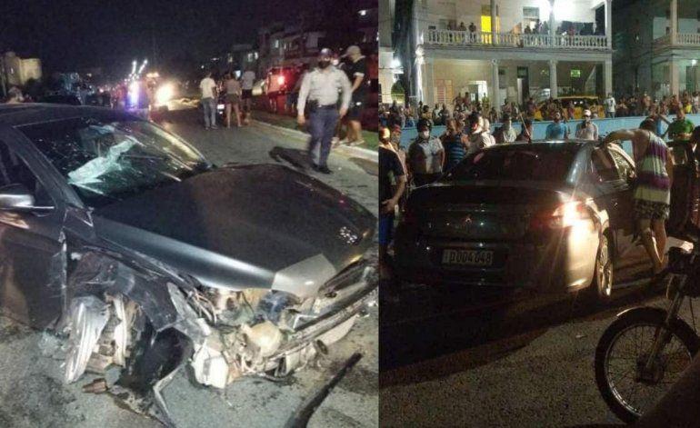 Accidente en el municipio Playa deja a auto diplomático completamente destrozado