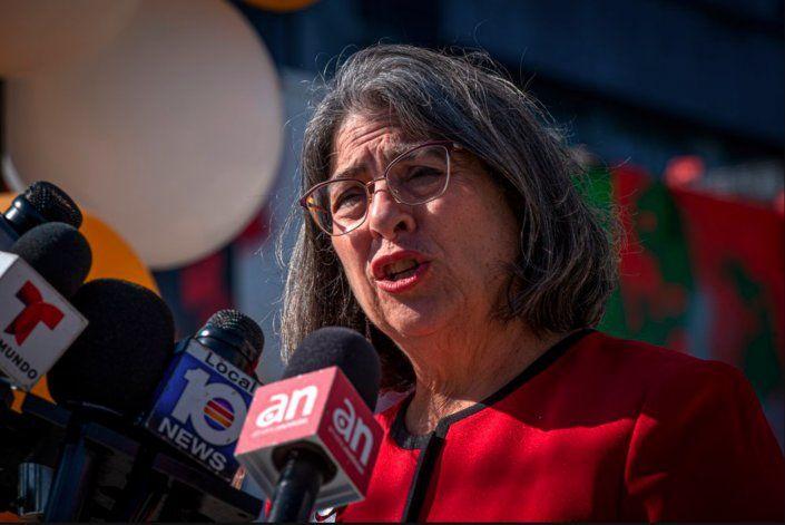 Miami-Dade levanta el toque de queda: los comercios podrán permanecer abiertos más allá de la medianoche