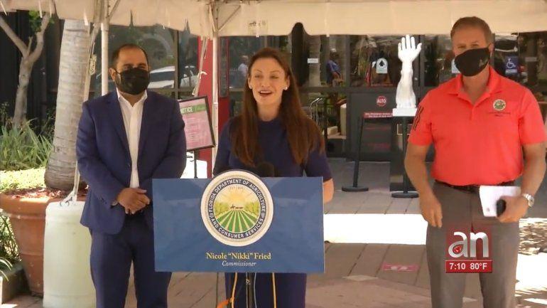 Comisionada de agricultura de Florida visita centros de vacunación en Hialeah