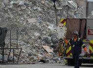 recuperan pertenencias entre escombros del edificio champlain tower