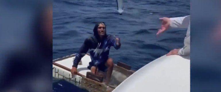 Las desgarradoras imágenes de un balsero cubano encontrado cerca de Key Biscayne tras 10 días a la deriva