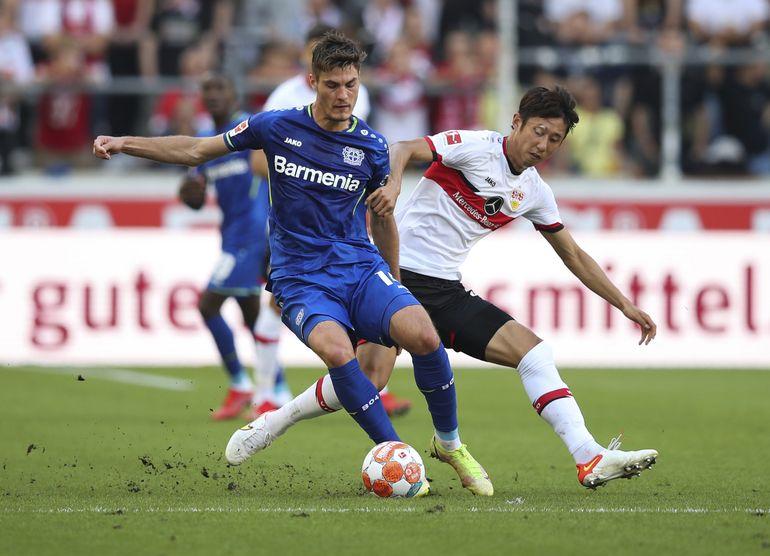 Con un hombre menos, Leverkusen vence 3-1 a Stuttgart