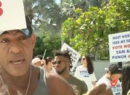 decenas de personas se manifestaron frente al ayuntamiento de miami beach por limitaciones en al venta de alcohol