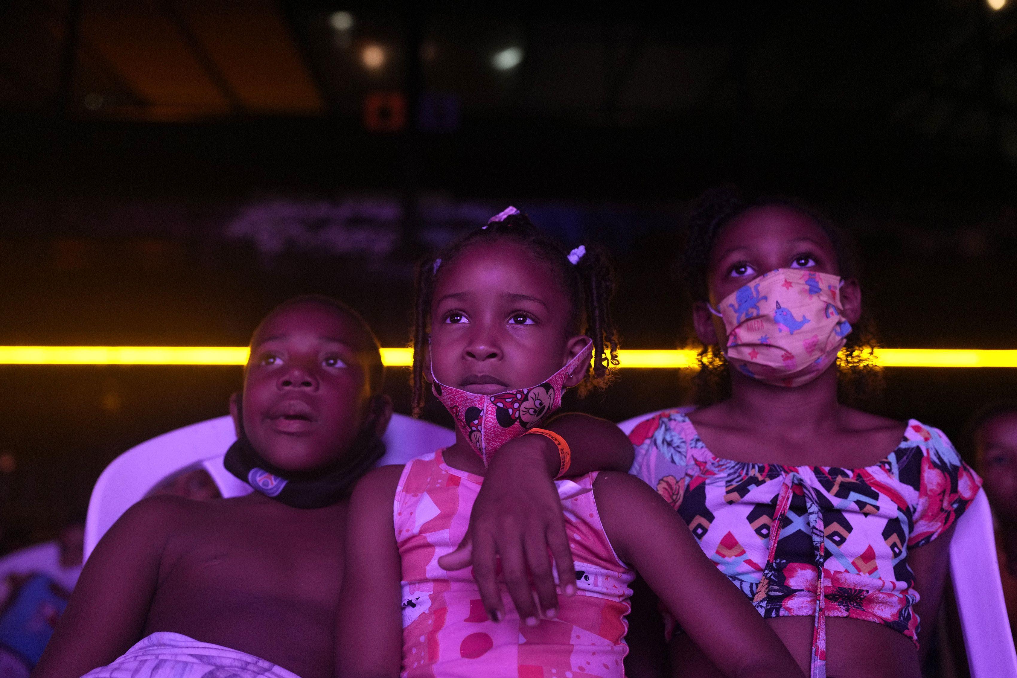 tras covid, cine gratis para ninos de las favelas de rio