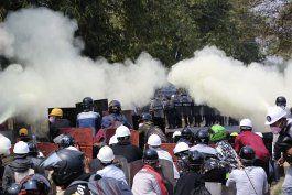 fuerzas de seguridad de myanmar matan a dos manifestantes