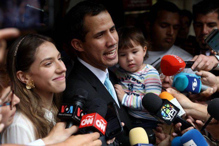Juan Guaidó denunció que agentes del régimen de Nicolás Maduro persiguen a su esposa y a su hija