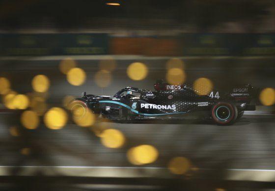 Hamilton logra su 98ta pole; saldrá 1ro en Bahréin