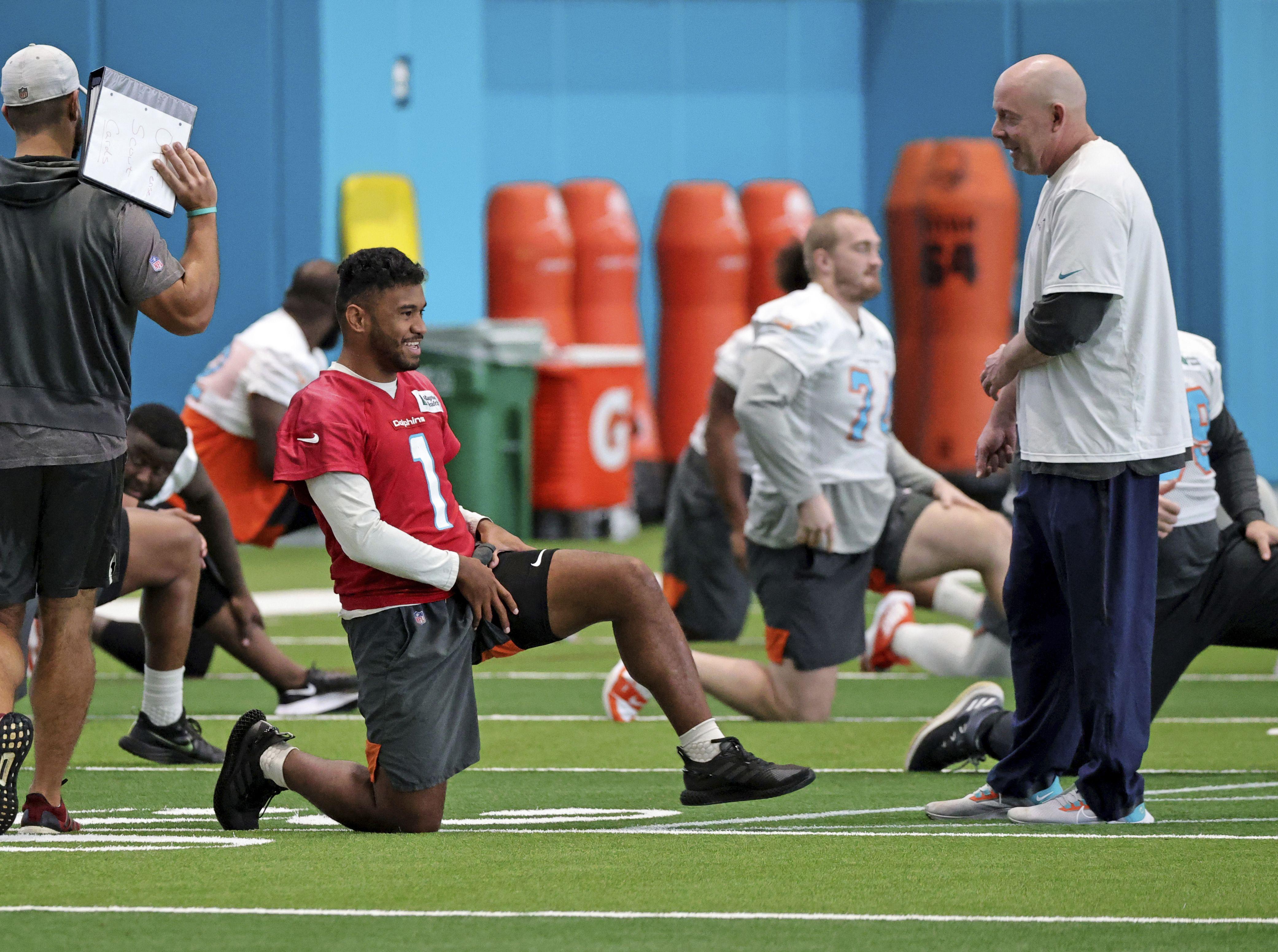 dolphins ratifican su confianza en quarterback tagovailoa