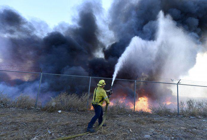California: persiste peligro de incendios por clima seco
