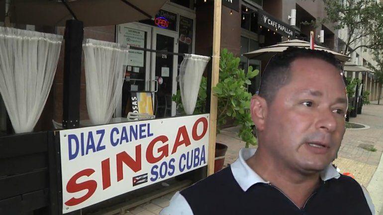 Piden a cubano retirar cartel con insulto a Díaz-Canel  de su negocio en el Downtown de Miami