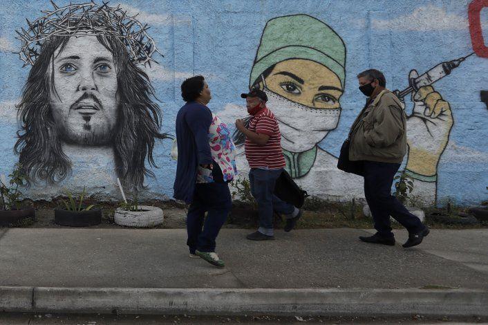 Brasil inicia estudio de vacunación masiva en favelas de Río
