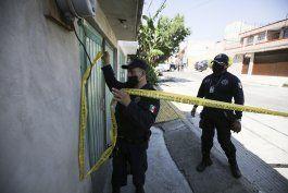 mexico: evidencia en casa de asesino sugiere 17 victimas