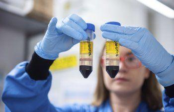 Error de AstraZeneca opaca resultados de vacuna para COVID