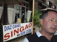piden a cubano retirar cartel con insulto a diaz-canel  de su negocio en el downtown de miami