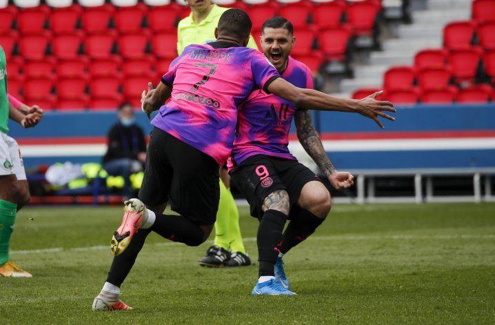Gol agónico de Icardi deja al PSG a un punto del líder Lille
