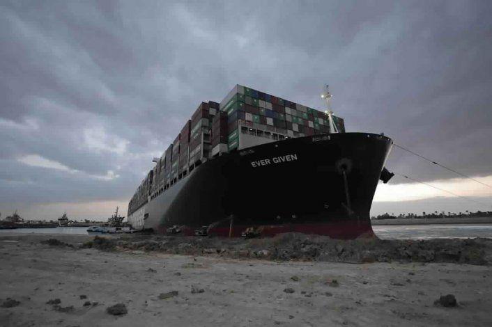 Tribunal aplaza caso del buque que cerró el Canal de Suez