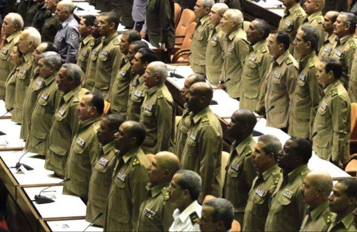 Opinión: ¿junta militar de transición, posible escenario en Cuba?